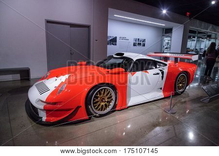 White And Red 1997 Porsche 911 Gt1