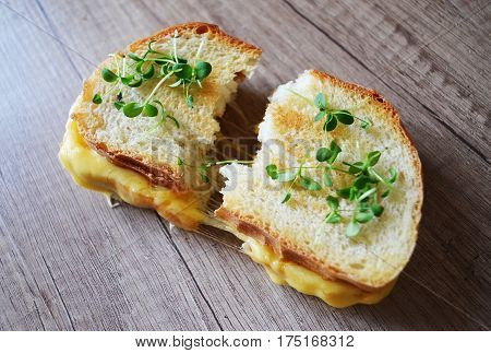Fresh sandwich with cheese and herbs Sandwiches, Wholesome, Oats, Bocadillo