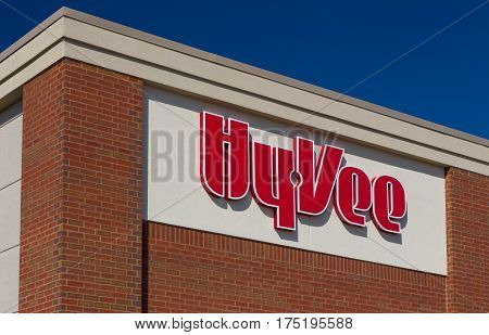 Hy-vee Retail Grocery Store Exterior