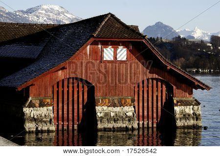 Hölzerner See-Haus
