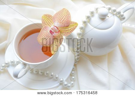 fragrant aroma of morning tea , romance instead of Breakfast