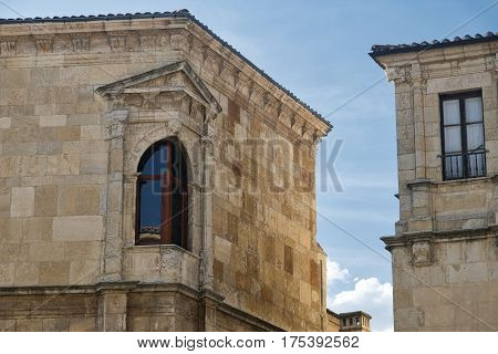Leon (Castilla y Leon Spain): historic buildings in Calle Regidores with a typical window at corner
