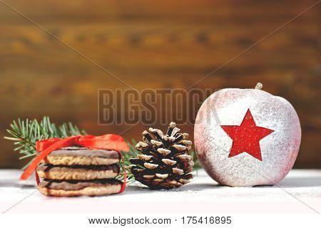 Merry Christmas: Christmas apple cookies and pinecone