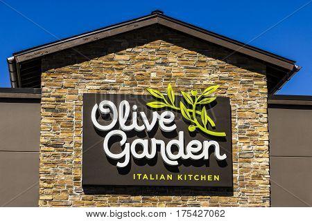 Muncie - Circa March 2017: Olive Garden Italian Restaurant. Olive Garden is a Division of Darden Restaurants V