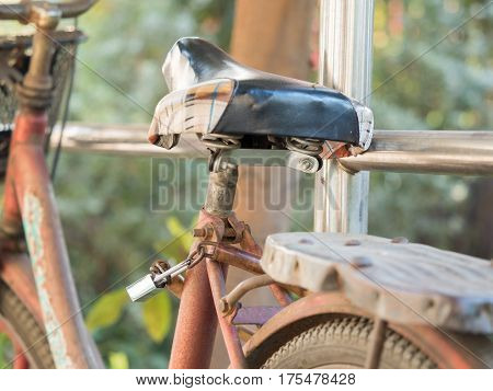 security of bicycle locked with a chain to the pole