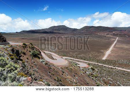 la plaine des sables : on the road leading to the