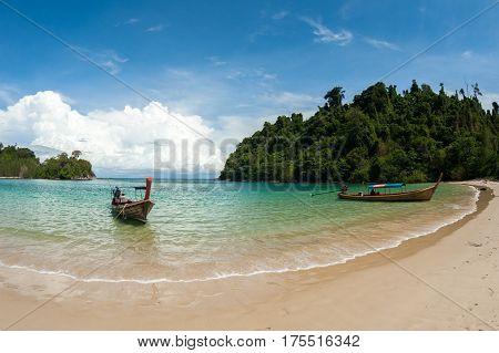 Clear sea and blue sky at Koh Kam Tok (Kam Tok island) ,Ranong Thailand