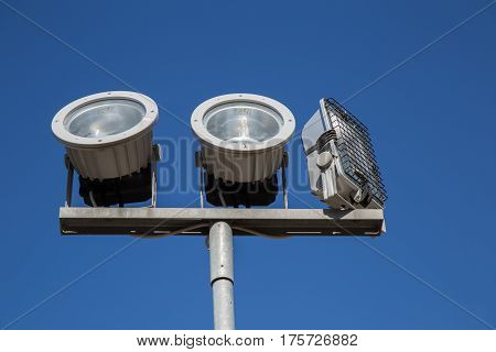 High power halogen headlamps to illuminate the monuments