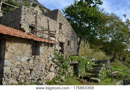 A stone farm building found on the hiking trail known as the Path of Gods in Italy.