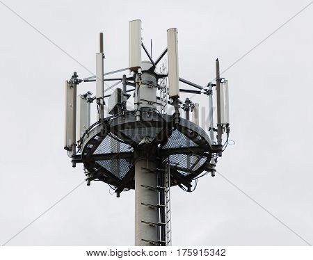 Radio relay and handymast antenna system in close-up