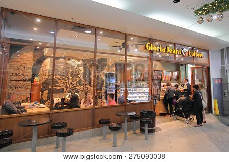 Melbourne Australia - November 30, 2018: Unidentified People Visit Gloria Jeans Coffee In Melbourne