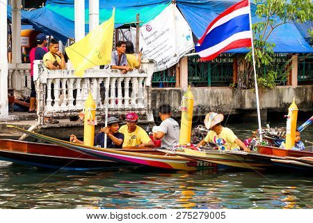 Samutsakorn, Thailand - July 27, Team People In Boat Parade Traditional Of Candles To Temple At Katu