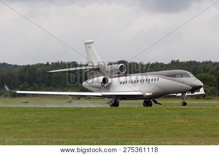 Farnborough, Uk - July 19, 2014: Dassault Falcon 7x Luxury Corporate Jet Aircraft Lx-mes.