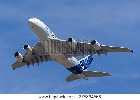 Farnborough, Uk - July 19, 2014: Airbus A380-841 Large Four Engined Commercial Airliner Aircraft F-w