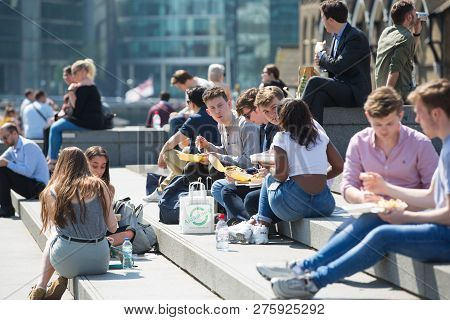London, Uk - 26 June, 2018: People Having Lunch In The Square In Front Of The Tower Of London In A S