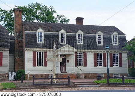 Williamsburg, Virginia, U.s.a - June 30, 2020 - A Beautiful Colonial House On The Street