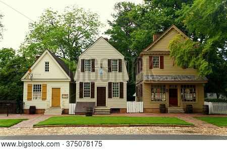 Williamsburg, Virginia, U.s.a - June 30, 2020 - A Row Of Beautiful Colonial Houses On The Street