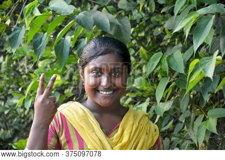 Panchita, Bongaon, West Bengal, India, 7th Dec., 2019: An Indian Teenage Girl Of West Bengal In The