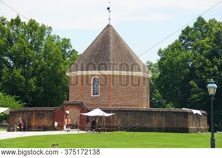 Williamsburg, Virginia, U.s.a - June 30, 2020 - The Magazine Building During A Sunny Day