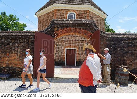 Williamsburg, Virginia, U.s.a - June 30, 2020 - Visitors Wearing A Mask As Required Outside The Maga