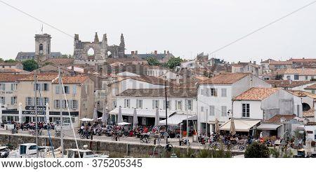 Saint Martin De  Ré, Charente Maritime / France - 05 01 2019 : Village St Martin In Island Ile De Re