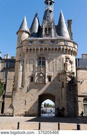 Bordeaux , Aquitaine / France - 12 04 2019 : La Porte Cailhau Medieval Gate Ancient City Bordeaux Fr