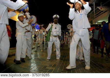 Cairu, Bahia / Brazil - Novembro 14, 2013: Members Of The Cultural Group Marujos Are Seen During A P
