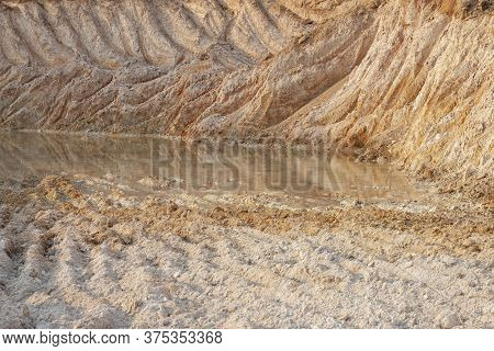 Digging Lateritic Soil For Sale. Topsoil Sales Business.