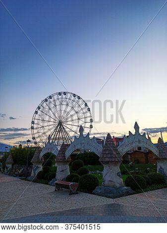 Sochi, Russian Federation - June 2020. The Ferris Wheel In Sochi Park In The Summer Evening, Sunset.