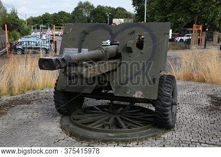 A 25 Pounder British Field Gun And Howitzer Found In Aldershot, Hampshire, Uk, Taken July 17th 2018