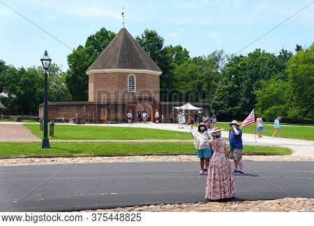 Williamsburg, Virginia, U.s.a - June 30, 2020 - The Visitors In Front Of The Magazine Building Durin
