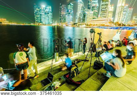 Singapore - 17 Jul 2014: Photography Students And Tourists Take Pictures Of Marina Bay Skyline At Ni