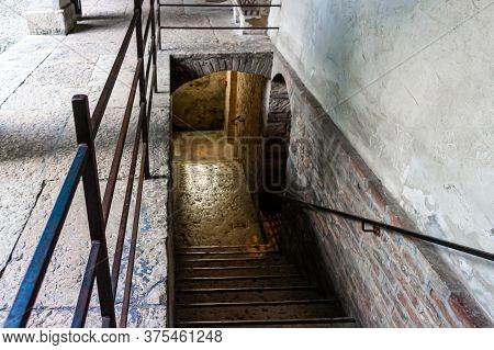 Verona, Italy, September 26, 2015 : Staircase Leading To The Basement With The Tomb Of Juliet In The