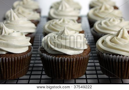 Vegan Applesauce Cupcakes With Vegan Cream Cheese Frosting