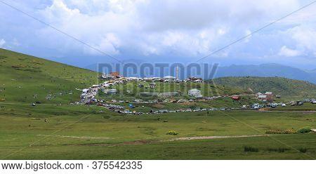 16/06/2018 Salpazari, Trabzon: People Have A Picnic On The Lawns In Salpazari,trabzon,turkey