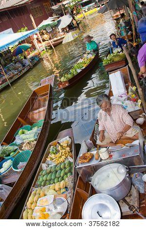Ratchaburi, Thailand - Nov 30: A Woman Makes Thai Food At Damnoen Saduak Floating Market On November