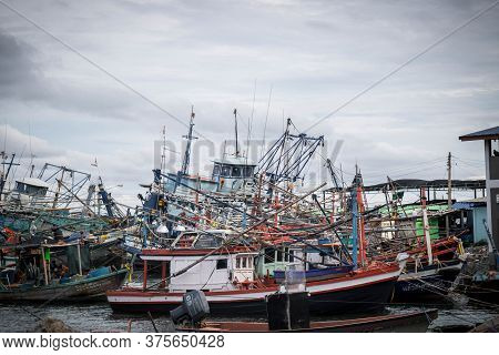 Chon Buri,thailand-july 9,2020 : Fishing Boat And Fisherma In Thailand At Laemchabang Port In Thaila