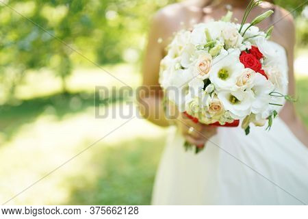 The Bride Holds The Bouquet Of Flowers In Her Hand, The Wedding Floral Bouquet, The Brides Bouquet