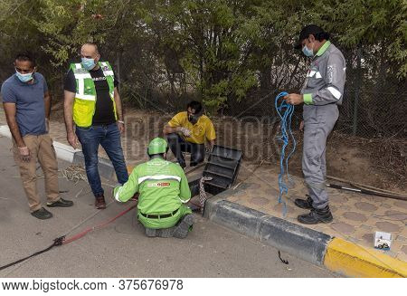 Al Ain, United Arab Emirates 07/09/2020 : A Group Of Private And Government Personnel Gather Togethe