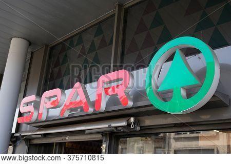 Bordeaux , Aquitaine / France - 07 06 2020 : Spar Market Logo And Text Sign Of Supermarket Multinati
