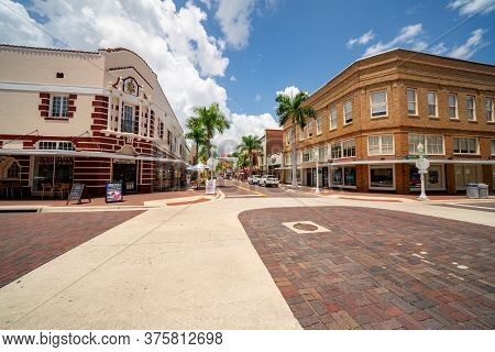 Fort Myers, Fl, Usa - July 8, 2020: Photo Of First Street Downtown Fort Myers Fl Usa