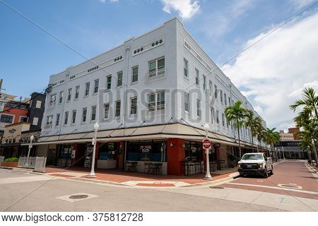 Fort Myers, Fl, Usa - July 8, 2020: Photo Of City Tavern Fort Myers Fl Usa