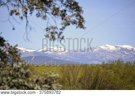 Sierra De Madrid With Snow, In Spain.  Sierra In Winter That Is Always Filled With Snow And Leaves T