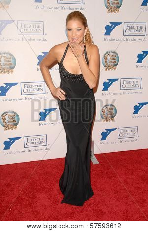 Kristen Renton at the 2009 World Magic Awards benefitting Feed The Children. Barker Hanger, Santa Monica, CA. 10-10-09