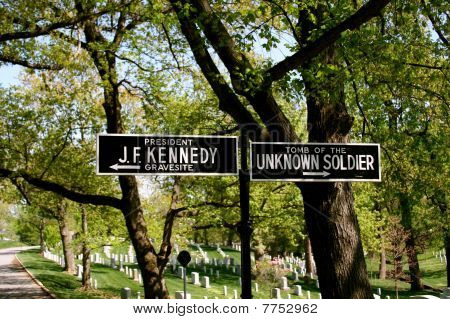 Signs at Arlington Cemetery