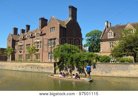 The river Cam at Cambridge with punts and Magdalene College.
