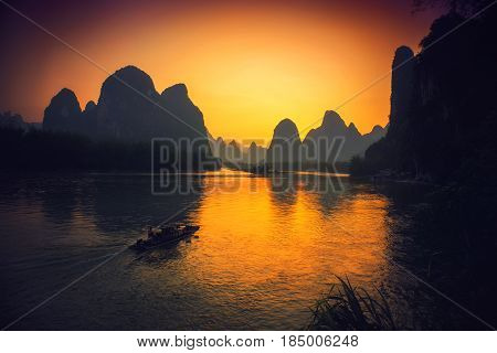 Xingping and the boat thru the mountains