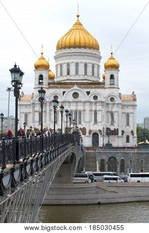 MOSCOW, RUSSIA - SEPTEMBER 07, 2016: Patriarchal bridge and the Cathedral of Christ the Savior close-up on a cloudy September day