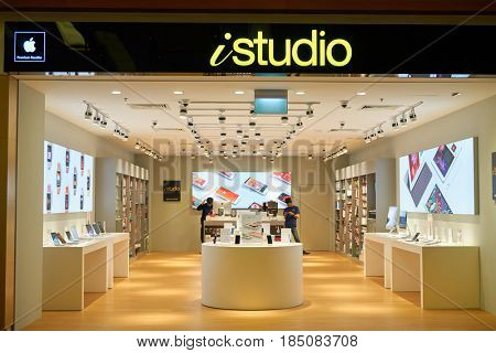 SINGAPORE - CIRCA SEPTEMBER, 2016: iStudio Apple Premium Reseller store at Singapore Changi Airport. Changi Airport is one of the largest transportation hubs in Southeast Asia.
