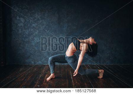 Grace female dancer, contemp dance